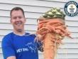 """Nông dân Mỹ trồng được cà rốt to nhất thế giới nhờ """"chút may mắn"""""""