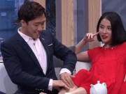 Giải trí - Mặc Hari Won, Trấn Thành công khai bóp chân cho tình cũ Mai Hồ trên sân khấu
