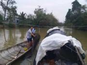 Tin tức trong ngày - Xả thân săn cá chình trên dòng nước lũ