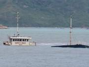 """Thợ lặn khảo sát bãi  """" xác tàu """"  ở Quy Nhơn"""