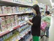 """Thị trường - Tiêu dùng - Thị trường sữa: Sau loạn giá đến loạn """"hàng xách tay"""""""