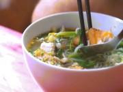 Tour ẩm thực đường phố Hà Nội xuất hiện ấn tượng trên báo Mỹ