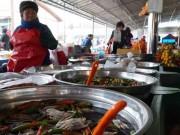 """Lạc vào chợ  """" cổ """"  toàn... người già ở xứ sở Kim Chi"""