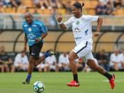 Ronaldinho 37 tuổi sút xa 60m ghi bàn, đối thủ vỗ tay thán phục