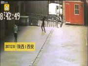 Thế giới - Vụ chết thảm vì đỡ người phụ nữ nhảy từ tầng 11: Bồi thường thế nào?