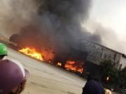 Tin tức trong ngày - Cháy lớn tại công ty bánh kẹo, 3 người mắc kẹt