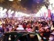 """Dân ùn ùn xuống đường đêm Noel, trung tâm SG """"tê liệt"""""""