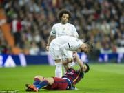 """Thua Barca:  Đại ca  Ramos đập phá, tố 2  """" cừu đen """" , Real đại loạn"""