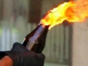 Hai đứa trẻ bị cha dùng xăng thiêu đốt