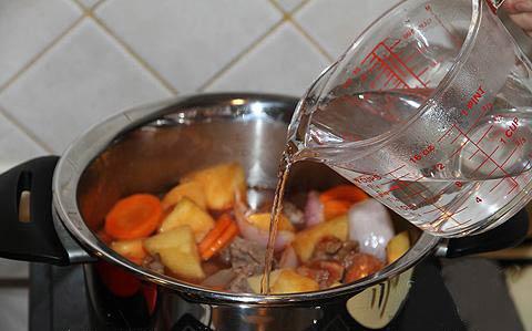 Thịt bò hầm rượu vang - 9