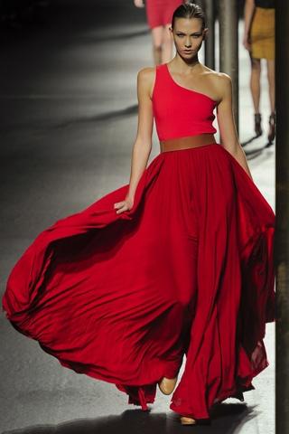Hãy diện váy lệch vai cho mùa Xuân Hè 2011 - 1