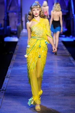 Hãy diện váy lệch vai cho mùa Xuân Hè 2011 - 2