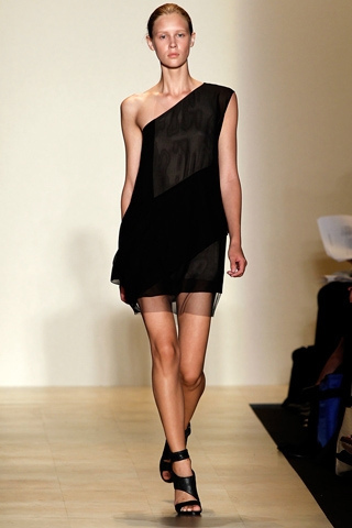 Hãy diện váy lệch vai cho mùa Xuân Hè 2011 - 3