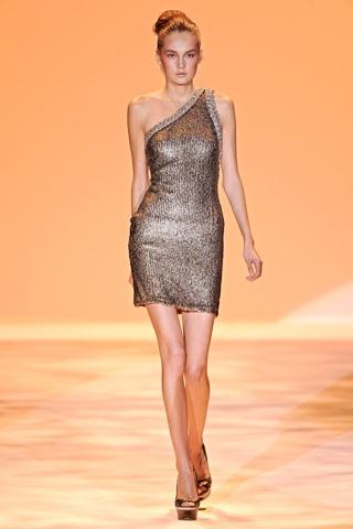 Hãy diện váy lệch vai cho mùa Xuân Hè 2011 - 4