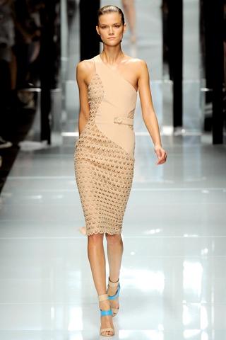 Hãy diện váy lệch vai cho mùa Xuân Hè 2011 - 8