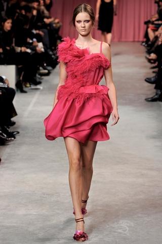 Hãy diện váy lệch vai cho mùa Xuân Hè 2011 - 10