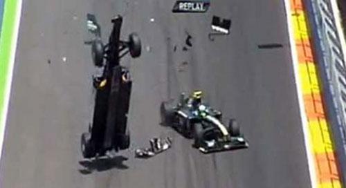 Vụ tai nạn xe ấn tượng nhất 2010 - 1