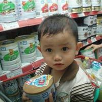 Giá sữa bột tại Việt Nam rẻ nhất châu Á: Người tiêu dùng bị sốc