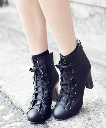 Sành điệu với giày bốt cột dây - 20