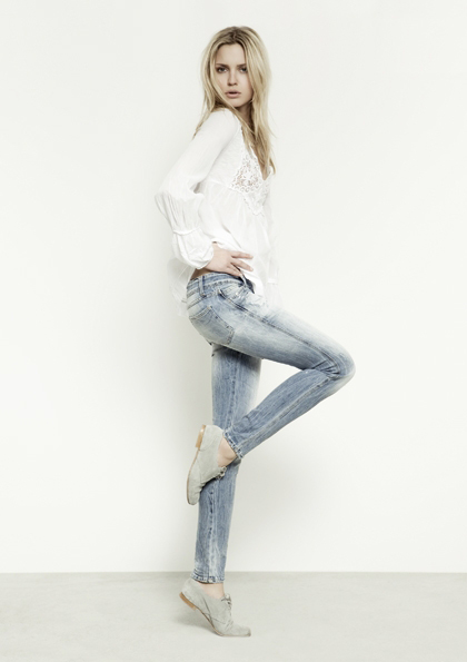 Kết hợp jeans và kaki phong cách - 9