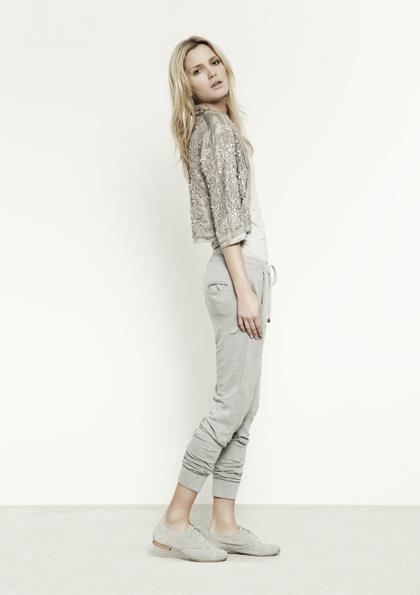 Kết hợp jeans và kaki phong cách - 16