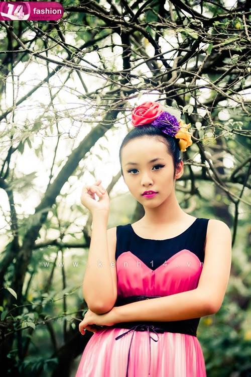 Người mẫu 12 tuổi mặc váy đẹp du xuân - 1
