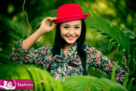 Người mẫu 12 tuổi mặc váy đẹp du xuân - 11