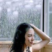 Nữ sinh bị cướp khi đang tắm