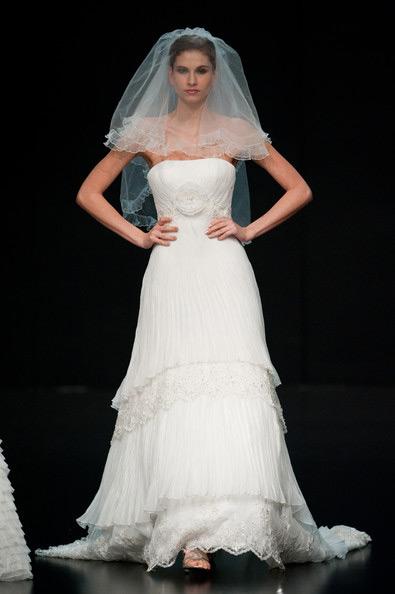 Hong Kong FS'11: Lộng lẫy xiêm y cưới - 4