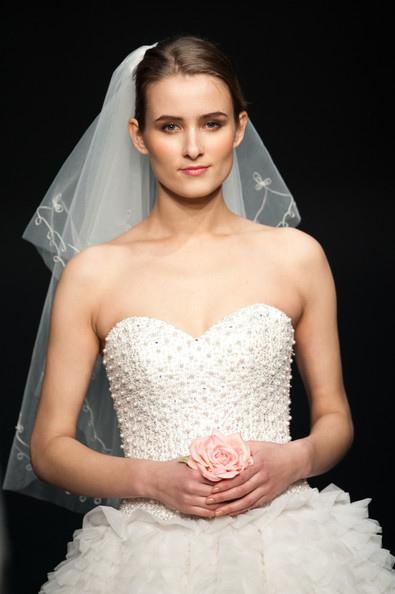 Hong Kong FS'11: Lộng lẫy xiêm y cưới - 10