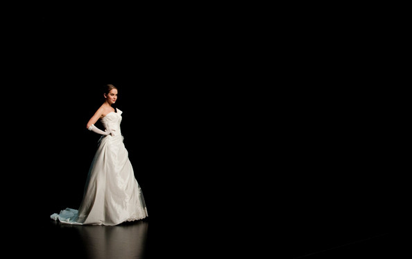 Hong Kong FS'11: Lộng lẫy xiêm y cưới - 12