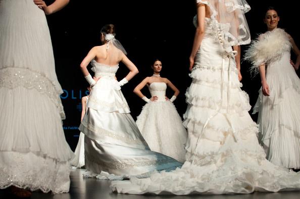 Hong Kong FS'11: Lộng lẫy xiêm y cưới - 17