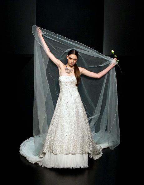 Hong Kong FS'11: Lộng lẫy xiêm y cưới - 14
