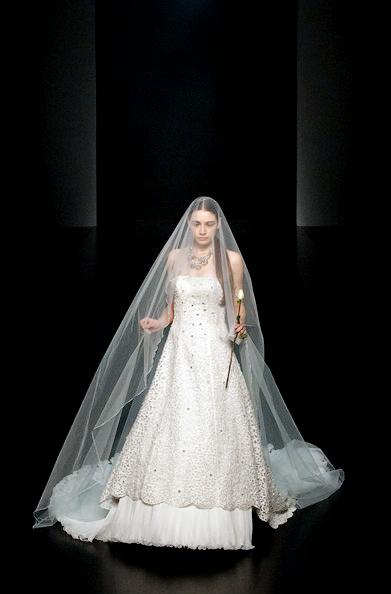 Hong Kong FS'11: Lộng lẫy xiêm y cưới - 15
