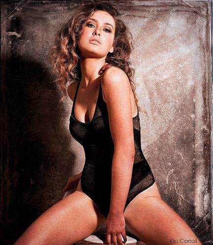 Hoa hậu Ireland cháy bỏng với váy ngủ - 13