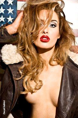 Hoa hậu Ireland cháy bỏng với váy ngủ - 11