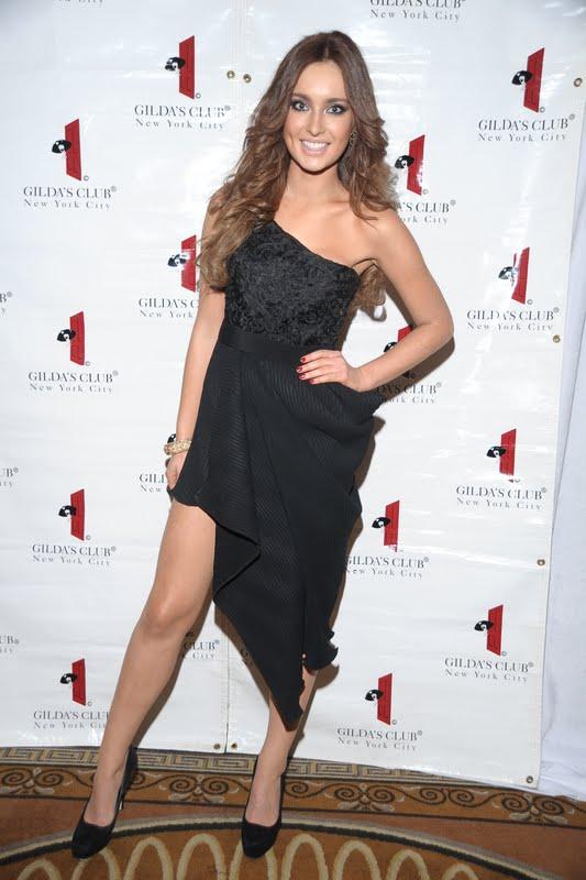 Hoa hậu Ireland cháy bỏng với váy ngủ - 14