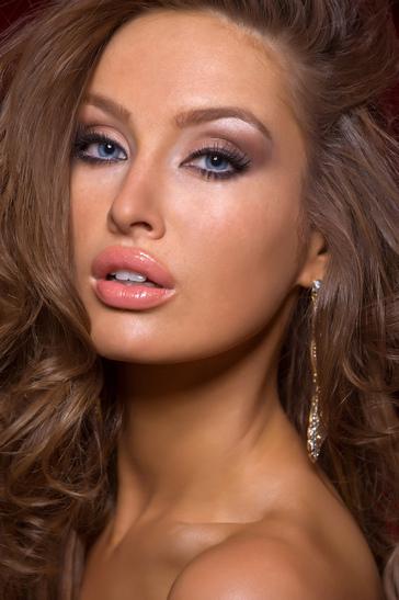 Hoa hậu Ireland cháy bỏng với váy ngủ - 9