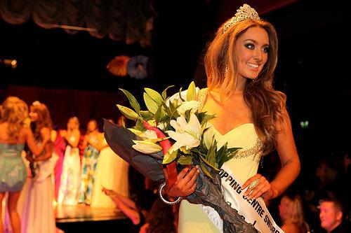 Hoa hậu Ireland cháy bỏng với váy ngủ - 2