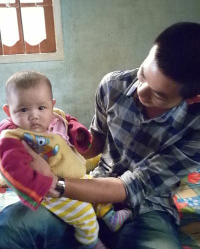 Quảng Nam: Bé 2 tháng tuổi đã biết nói - 2