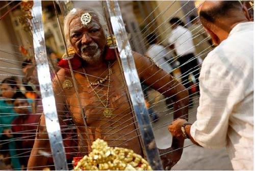 Hành xác tại lễ hội Thaipusam - 6