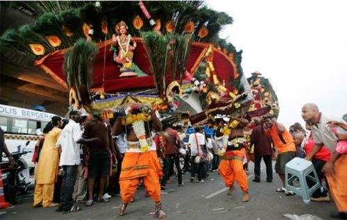 Hành xác tại lễ hội Thaipusam - 14