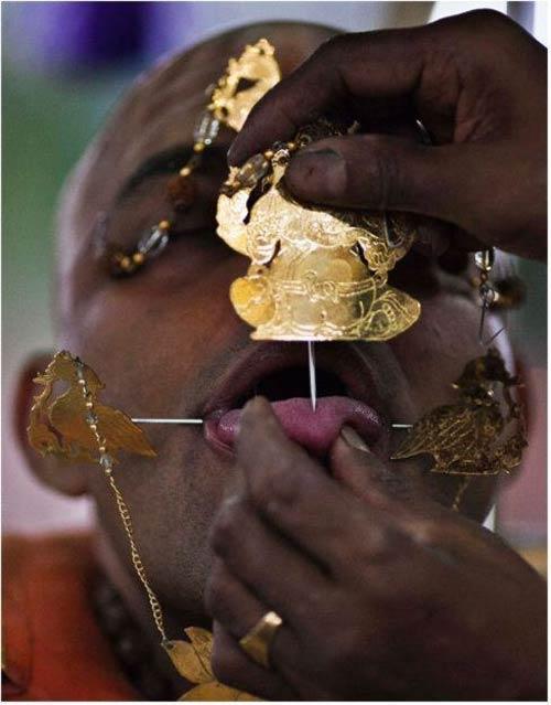 Hành xác tại lễ hội Thaipusam - 7