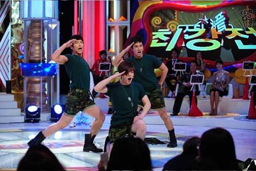 """Sao Hàn lại """"tấn công"""" bằng nude và ngực trần - 6"""