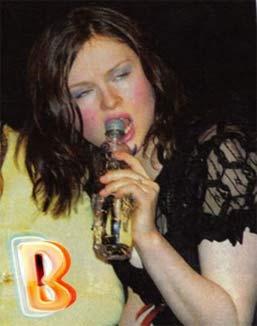 Sao xấu thê thảm khi say rượu - 15