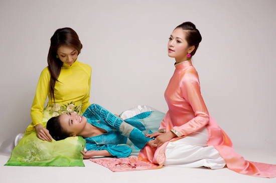 Mặc áo dài Tết đẹp như sao Việt - 6