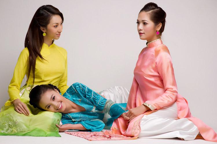 Mặc áo dài Tết đẹp như sao Việt - 7