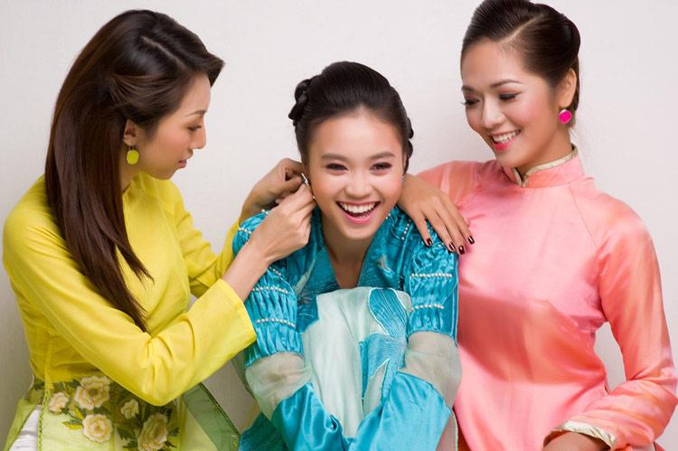 Mặc áo dài Tết đẹp như sao Việt - 1