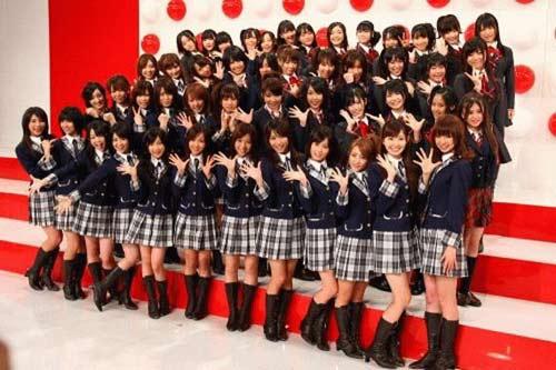 Nhóm nhạc teen Nhật Bản gây sốc với áo xuyên thấu - 5