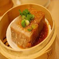 Nếm thử bánh khoai môn của người Hoa